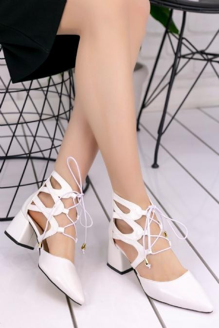 Lilla Beyaz Rugan Topuklu Ayakkabı-6697