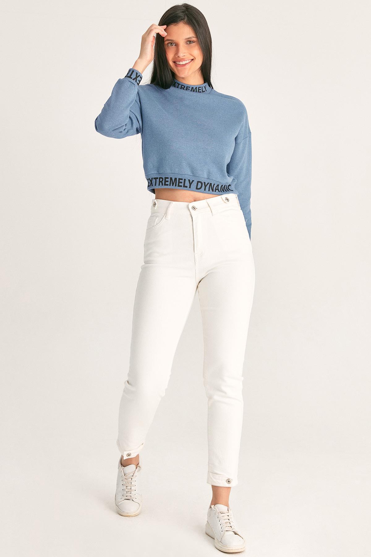 Düğme Detaylı Jean